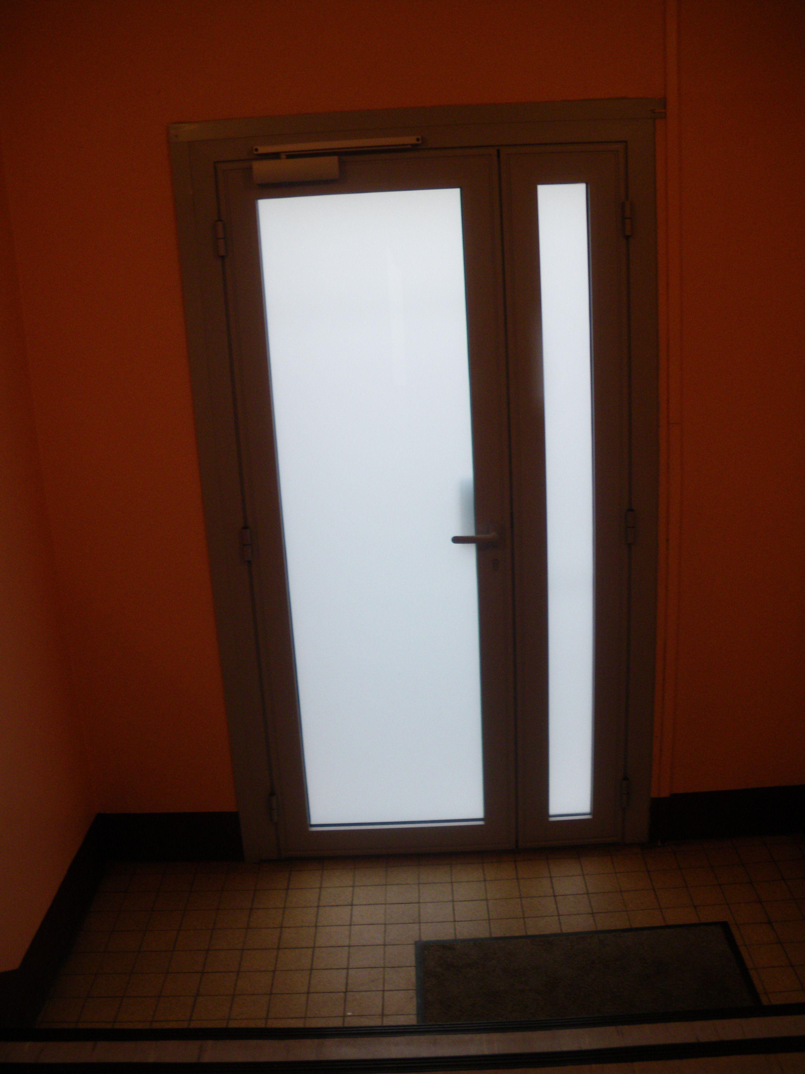 Porte d 39 immeuble vue de l 39 int rieur - Porte bloquee de l interieur ...